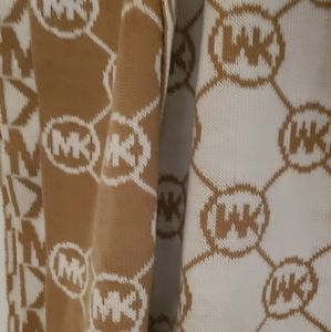 Michael kors scarf gently used Tan /white